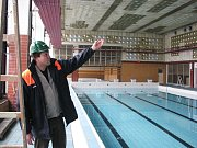 Oprava plaveckého bazénu je posunuta