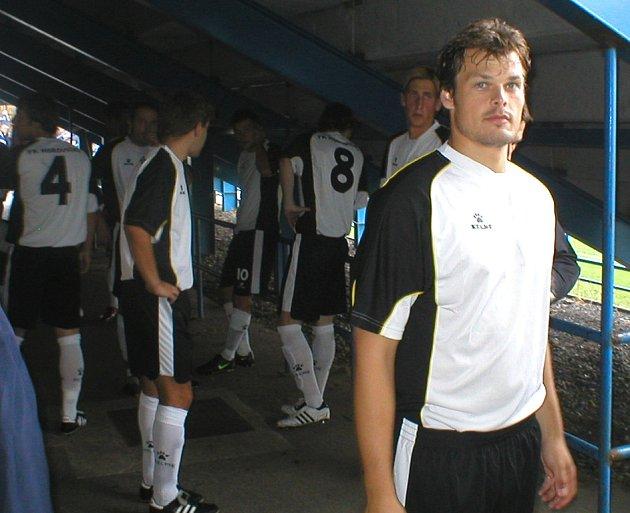 Luděk Kaufman přivádí své spoluhráče k zápasu v Klatovech