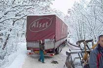 Kamion zablokoval cestu sanitnímu vozu