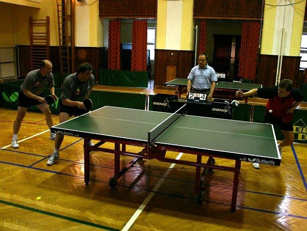 Stolním tenistům Králova Dvora se tentokrát ve čtyřhře nedařilo, nakonec prohráli se Zlínem 9:3.