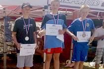 David Ludvík (uprostřed) na stupních vítězů