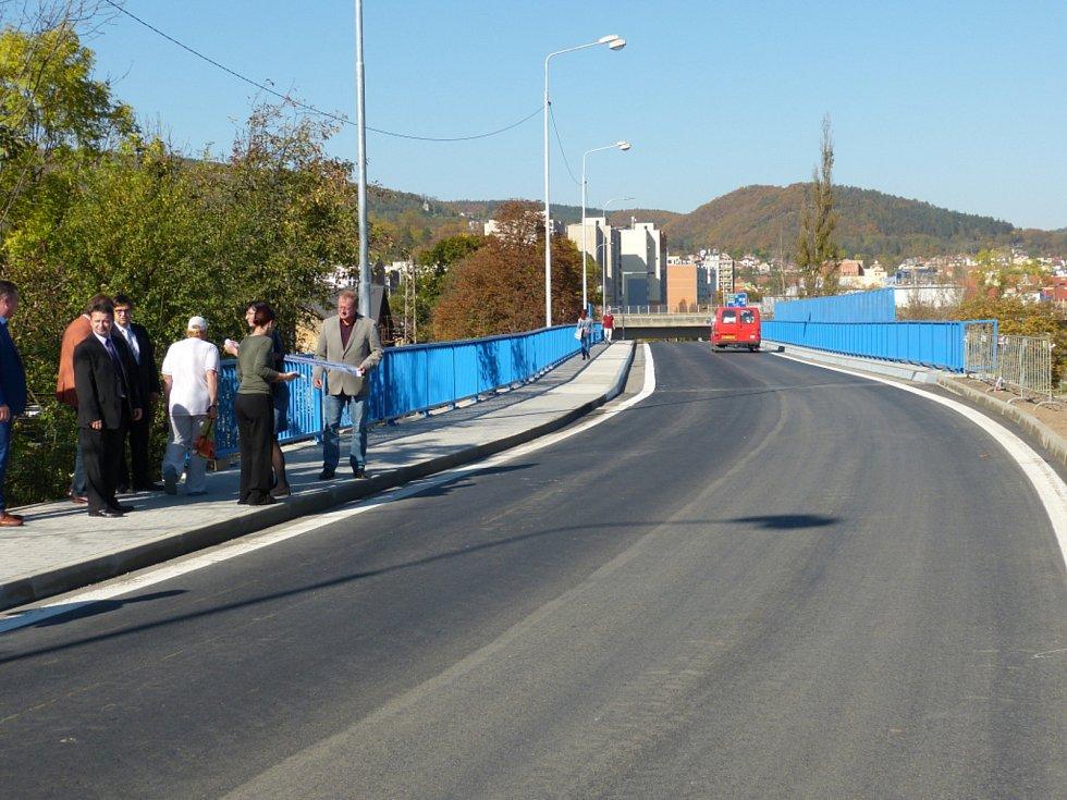 Most na Zavadilku je od tohoto týdne opět průjezdný. Slavnostně zprovozněn za účasti vedení berounské radnice byl po necelých pěti měsících.