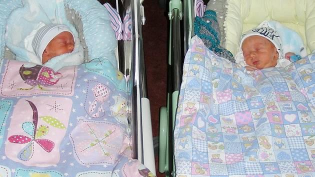 Dvojčátka Rostík a Vašík Šťastných ze Strašic se narodila 25. října 2019. První přišel na svět Vašík a vážil 2,56 kg. Rostíkova porodní váha byla 2,59 kg. Z miminek se radují sestřička Sofinka (2), rodiče Radka a Pavel.