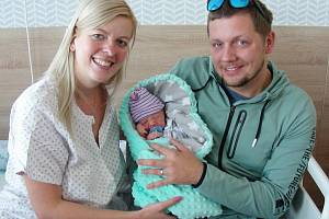 Šťastní rodiče Zuzana a Jakub ze Stochova chovají v náručí prvorozeného syna Matěje, který prvně pohlédl na svět 6. října 2019. Matěj Lochman vážil po porodu 3,32 kg a měřil 48 cm.