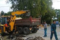 Výstavba kanalizace v obci Bykoš je rozdělena do dvou fází. Zavedení kanalizačního systému zjednoduší možnost připojení na velkokapacitní čističku v sousedních Suchomastech.