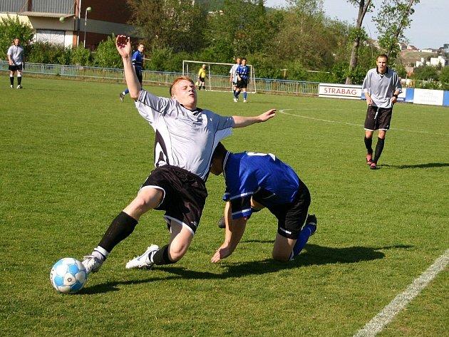 Posílené mužstvo Králův Dvůr B vyhrálo nad Hýskovem na svém hřišti přesvědčivě 3:0.