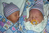 DVOJNÁSOBNOU radost mají manželé Petra a Daniel Marešovi, kterým se 10. března 2018 narodili dva kluci, Tobiáš a Matěj. Tobiášek přišel na svět s váhou 2,60 kg a Matýsek vážil 2,77 kg. Novopečení rodiče si chlapečky odvezli domů do Litně.