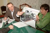 Místostarosta Tomáš Havel a městská architektka Dana Vilhelmová představili projekt nového parku