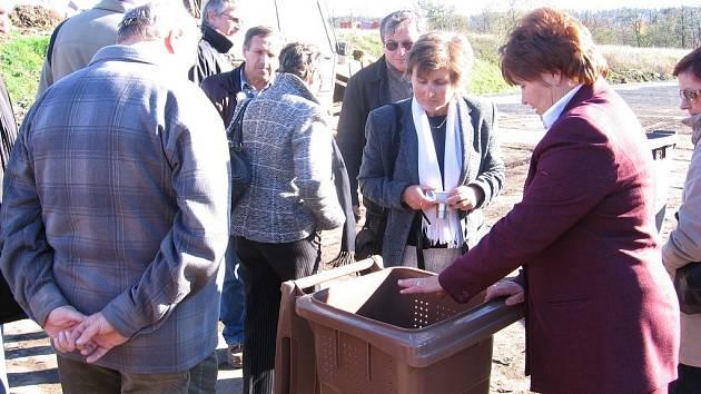 Vytříděný komunální odpad  prochází několika zpracováními. Výsledný kompost může být použit jako hnojivo pro zeleň