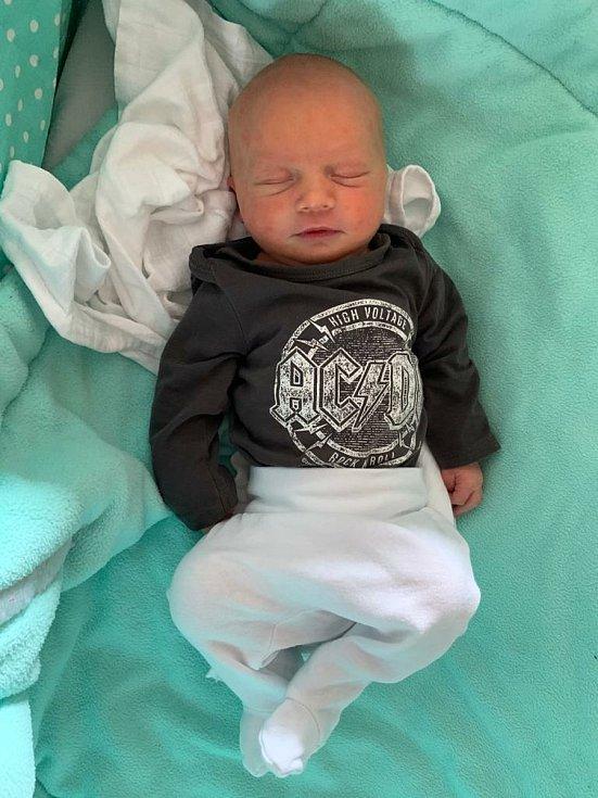 Martínek Járka se narodil 28. dubna v příbramské porodnici. Po porodu vážil 3540 g a měřil 53 cm. V Novém Kníně bude bydlet s rodiči Janou a Vaškem.