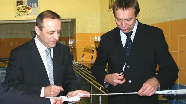 Pásku slavnostně přestřihli Tomáš Havel a Miroslav Votruba