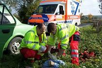 Záchranáři se snažili pomoct staršímu muži, bohužel už marně