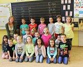 Prvňáčci ze Základní školy Zaječov pod vedením třídní učitelky Jany Eiseltové.