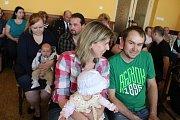 Na vítací akt přišlo šest rodin s miminky.