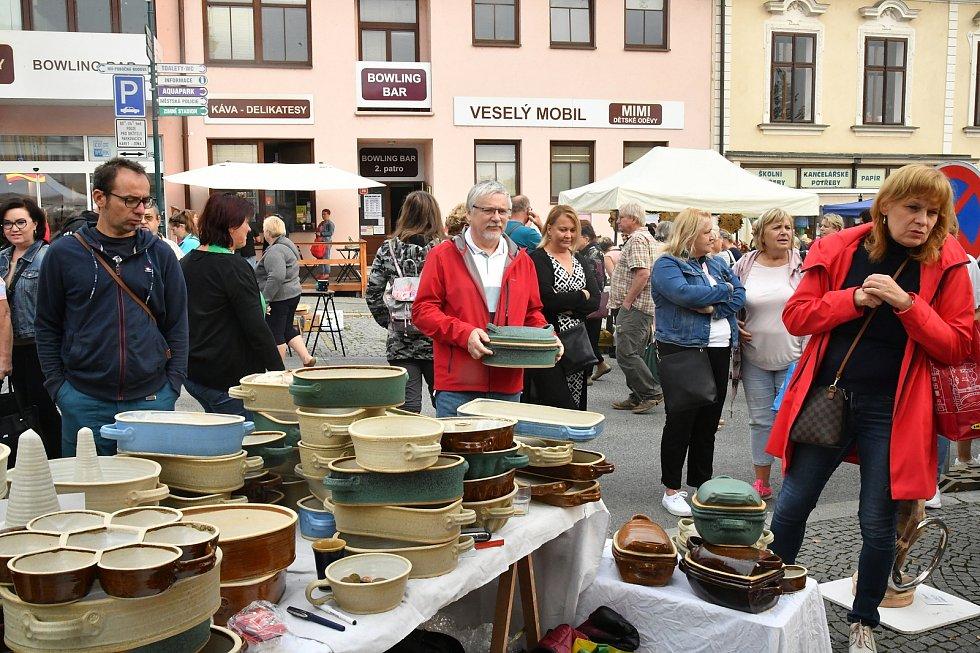 Z podzimních hrnčířských a řemeslných trhů na Husově náměstí v Berouně.
