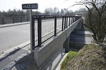 Opravený most ve Vráži.