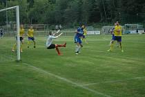 V úvodním duelu divize viděli diváci čtyři góly a hodně penalt.