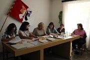 V Trubíně hlasovali občané ve dvou místnostech naráz. V jedné si volili své budoucí zastupitelstvo, ve druhé zase hlasovali v obecní referendu