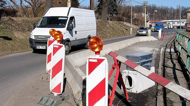 Bezpečnost v hořovické Tyršově ulici zvyšuje světelné značení
