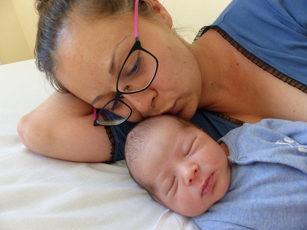 Štěpán Muzikář se narodil 15. června 2021 v kolínské porodnici, vážil 3330 g a měřil 50 cm. V Cerhenicích bude vyrůstat s maminkou Terezou a tatínkem Michalem.