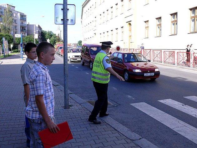 Policisté situaci na silnici nepodcenili poslední školní den