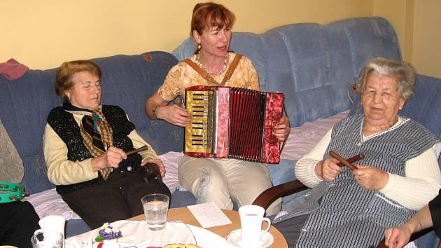 Klienty stacionáře pro seniory čeká každý den zajímavý program