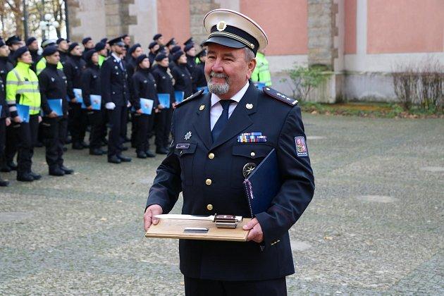 Slib složilo 74nováčků, kteří nastoupí ke středočeské policii. Na snímku Josef Budil.