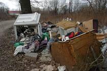 Obce investují do svozů nebezpečného a velkoobjemového odpadu, aby předešly zakládání černých skládek.