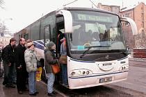 Cestující doufají, že velké fronty konečně zmizí
