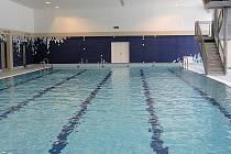 Městský plavecký bazén prověří zkušební provoz