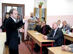 DEBATA ministra školství Marcela Chládka s řediteli základních a středních škol berounského regionu měla základnu v Hořovicích