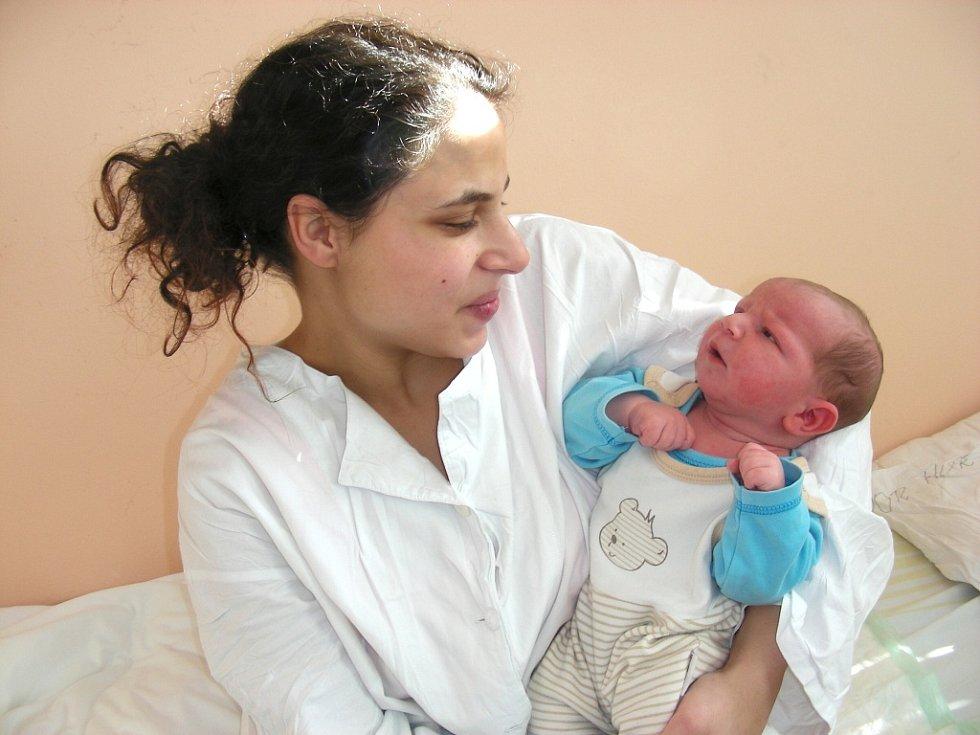 K dvouleté Elišce přibyl 16. února bratříček Kevin, který se mohl po porodu pochlubit váhou 3,94 kg a mírou 51 cm. Rodiče Žaneta Dudová a Miroslav Kurka si synka odvezou z porodnice domů do Hýskova.