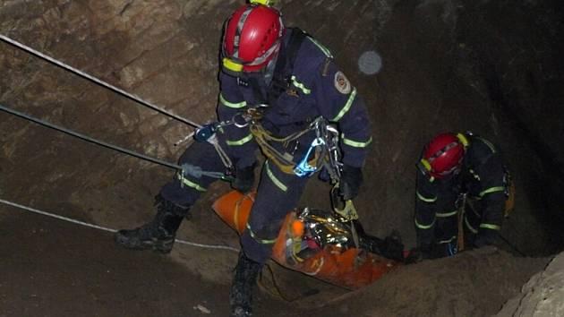 Muž byl uvězněn v jeskyni čtyři dny