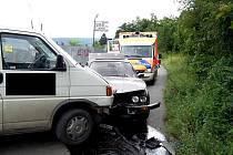 Mezi Řevnicemi a Zadní Třebaní se srazila dvě auta.