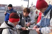Součástí berounského pochodu byla sbírka pro nevidomé