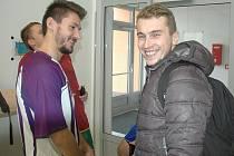Fotbalista působící v Německu Jiří Mareš (vpravo) při družném rozhovoru s Patrikem Brandnerem z Dukly.