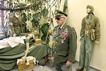 Výstavu Normandie 1944 si prohlédl i plk. v. v. Antonín Štícha, místopředseda ústředního výboru Československého svazu bojovníků za svobodu