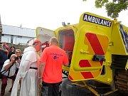 Dominik kardinál Duka OP arcibiskup pražský požehnal vozidlu řevnických záchranářů