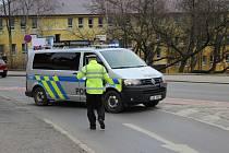 Před školkou v ulici Pod Homolkou se ve čtvrtek odehrálo drama.