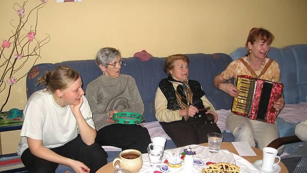 Kromě kvalitní péče čeká na klienty stacionáře pro seniory pestrý program