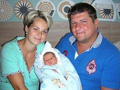 ŠŤASTNÍ manželé Jana a Petr Zeithamlovi z Komárova chovají v náručí syna Jakuba, který se narodil 19. srpna 2016 a jeho porodní míry byly rovných 50 cm a 3,45 kg. Kubíčka bude dětským světem provázet bráška Péťa (29 měsíců).