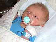 BLONĎÁČEK, syn Tadeáš Jánský se narodil v sobotu 20. května 2017 novopečeným rodičům Tereze Procházkové a Jiřímu Jánskému z Černína u Zdic. Tadeáškovi sestřičky navážily na porodním sále 3,22 kg a naměřily 49 cm.