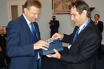Zástupce šesti zemí, například České republiky, Slovenska, Francie nebo Belgie, přijal starosta Berouna Ivan Kůs v obřadní síni radnice.