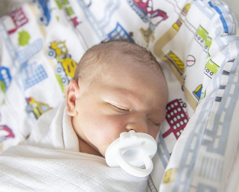 Sebastian Boudyš se narodil v nymburské porodnici 11. července 2021 ve 3.41 hodin s váhou 3700 g a mírou 50 cm. V Lázních Bělohrad se na chlapečka těšila maminka Kateřina a tatínek Filip. Foto: Viktoria Meyer