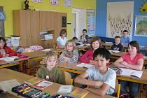 Při zmínce o novém hřišti všem školákům zajiskřily oči.