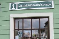 Virtuálního průvodce městem si lidé mohou koupit za padesát korun v městském informačním centru.