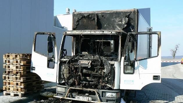 Řidič nákladního automobilu Iveco přišel během chvíle o náklad