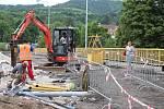 Obyvatelé Jarova, Tetína i Zavadilky si myslí, že stavební práce při rekonstrukci mostu na Zavadilku by mohly postupovat rychleji.