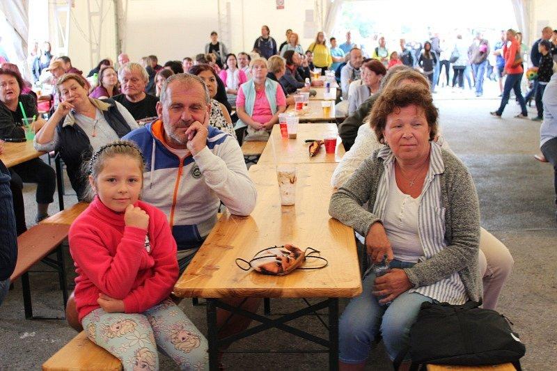 Městské slavnosti v Králově Dvoře, které se v sobotu konaly v areálu místního zámku, navštívilo přes dva tisíce lidí.