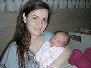 NOVOPEČENÁ maminka Dimitrina Asenova Katserova chová v náručí dcerku Nikolu Pavlisovou, která se jí narodila 16. března 2017. Holčička vážila po porodu 2,86 kg a měřila 48 cm. Tatínek Karel Pavlis si maminku a dcerku Nikolku odveze domů do Berouna.